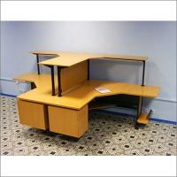 Угловые компьютерные столы отдела автоматизации филиала банка